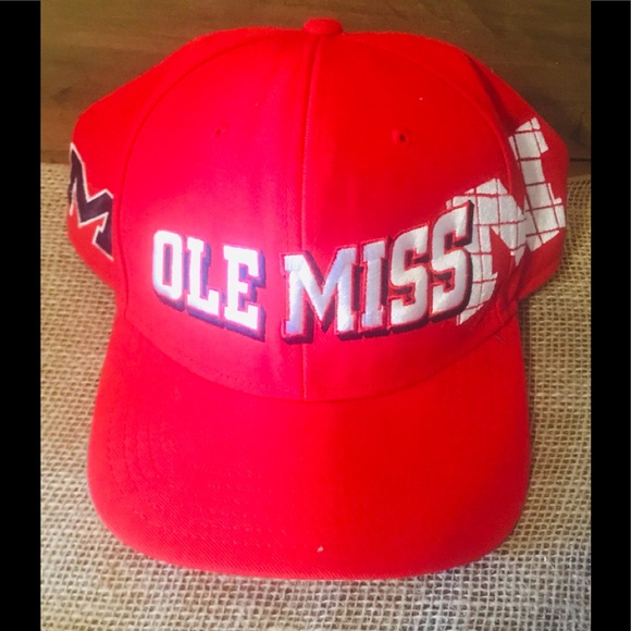 "NEW, Nike ""OLE MISS"" Hat / Cap"